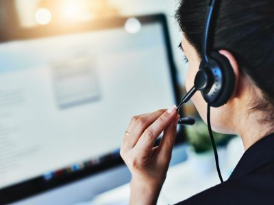 help desk team available online 24 hours
